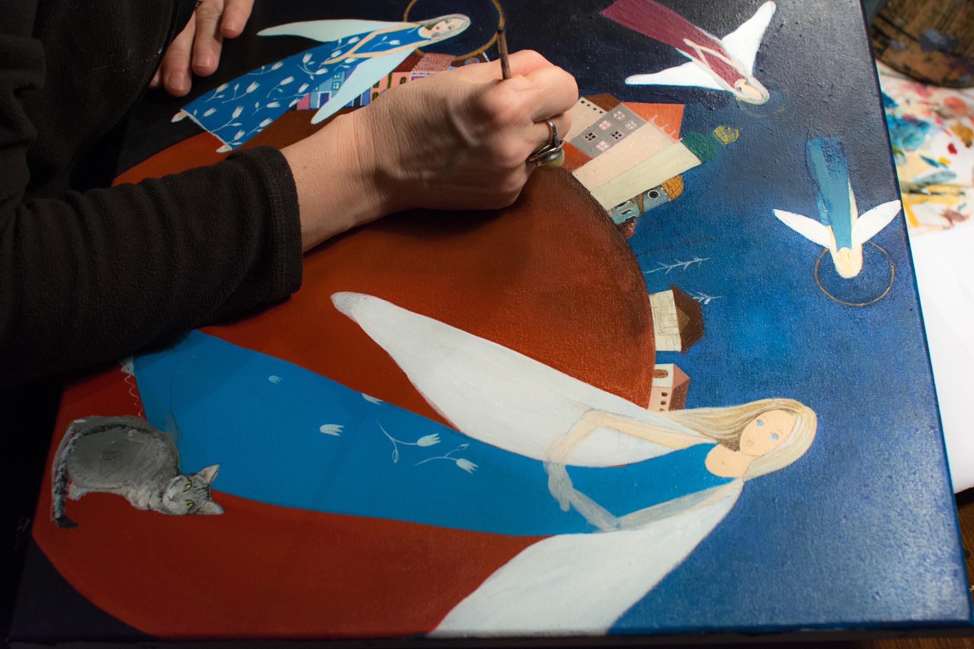 malowanie anioła na drewnie