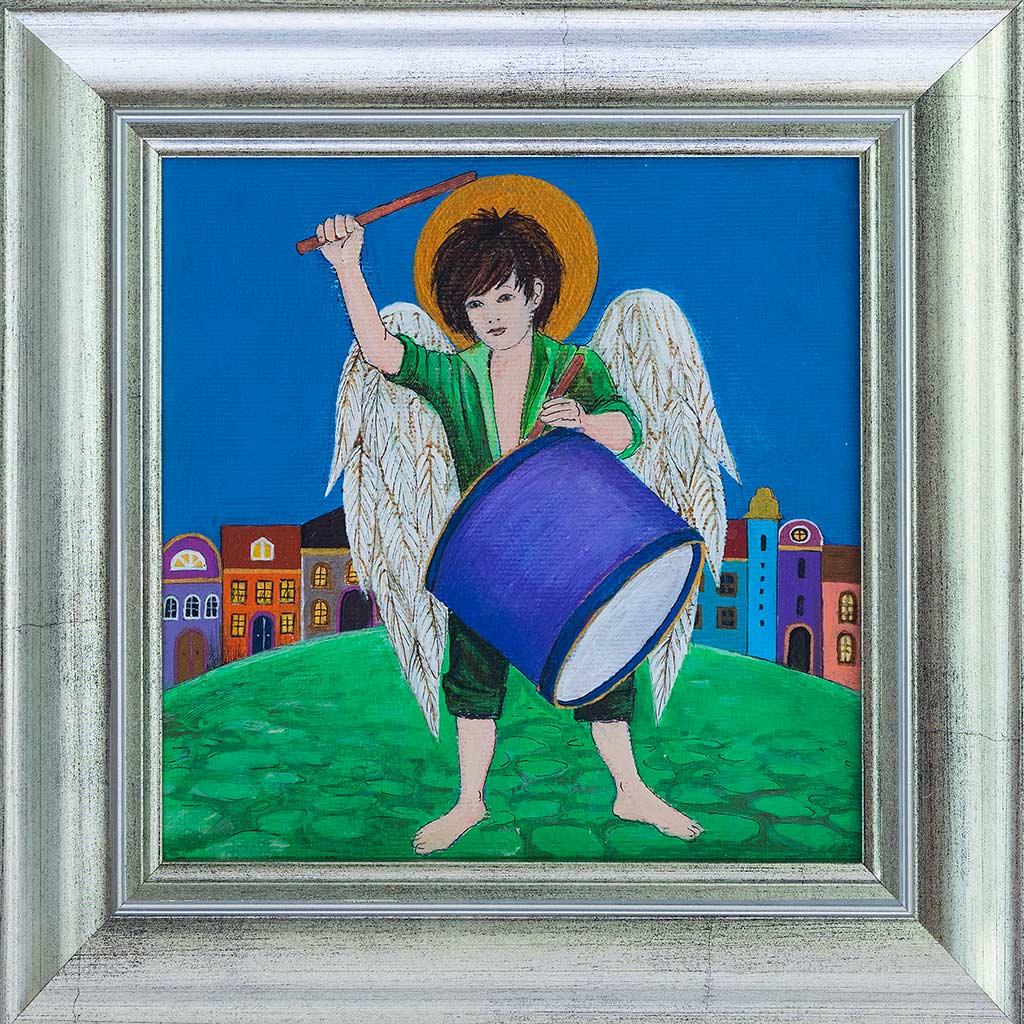 Obraz chłopca-anioła grającego na werblu namalowany na płótnie, oprawiony w srebną ramę