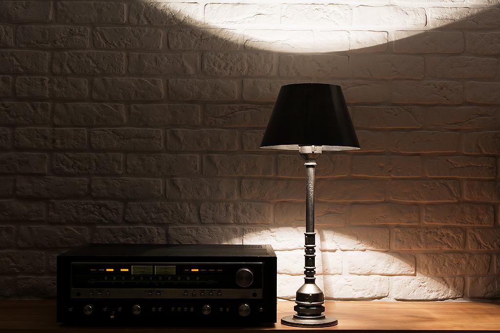 Nocna Lampka z Rur - industrialna lampa stołowa wykonana z elementów hydraulicznych